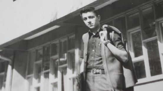 Muhammed Bozdağ İnebolu Lisesi pansiyonunun önünde