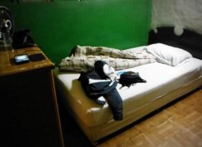 Tempat tidur di SanVa Hotel