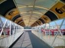 Jembatan penyeberangan Reservoir-pelabuhan yang bernuansa Grand Prix