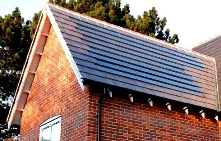 """Imagen de las teja """"C21t"""" de la compañía Solarcentury"""