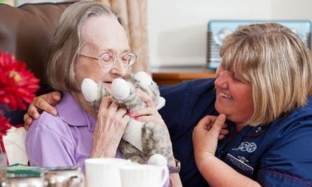 terapia-demencia-muñeco