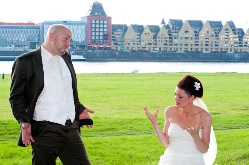 Cooler Gag und Motiv beim Brautpaarshooting