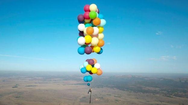 Image result for homem na África do Sul fez um voo de 25 km utilizando 100 balões de hélio