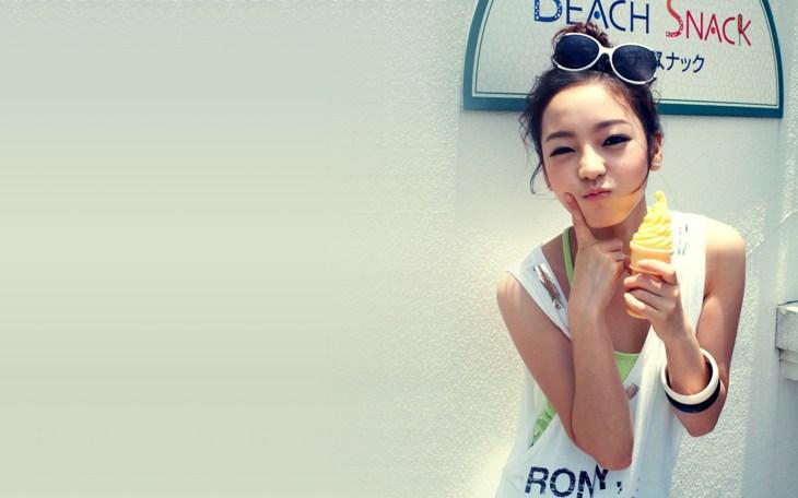 _Girl_with_ice_cream__swag_047277_.jpg