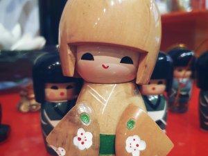 Muñequita KOKESHI