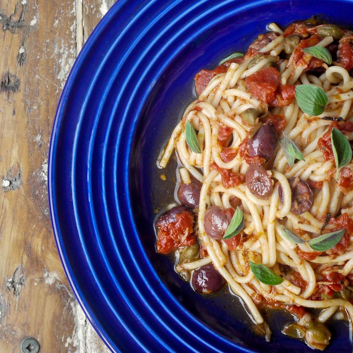 Vegan spaghetti puttanesca.