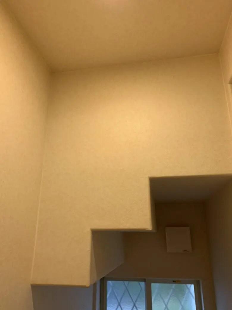 階段の下にトイレがある家は段差のでっぱりで頭をぶつけるので注意