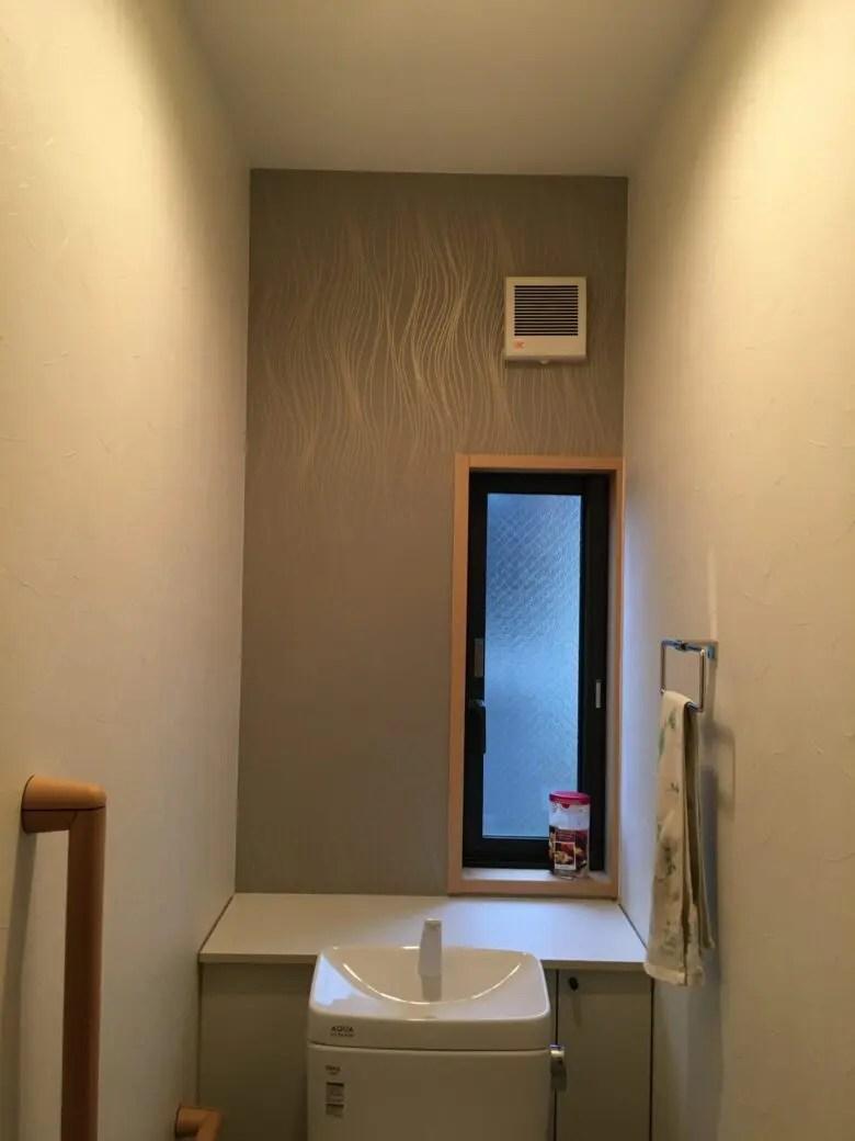寝室とトイレにアクセントクロス。トイレの窓の有無で成功か失敗かが決まる