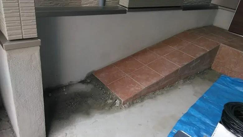 玄関ポーチにスロープはメリットいっぱいだが、狭小住宅には役不足