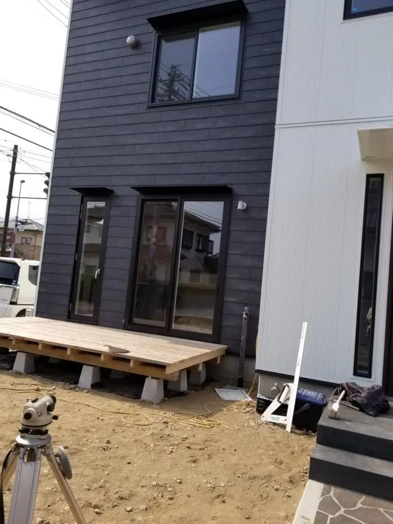 金属と窯業サイディング、異素材を組み合わせると素材が際立ったモダンな家になる