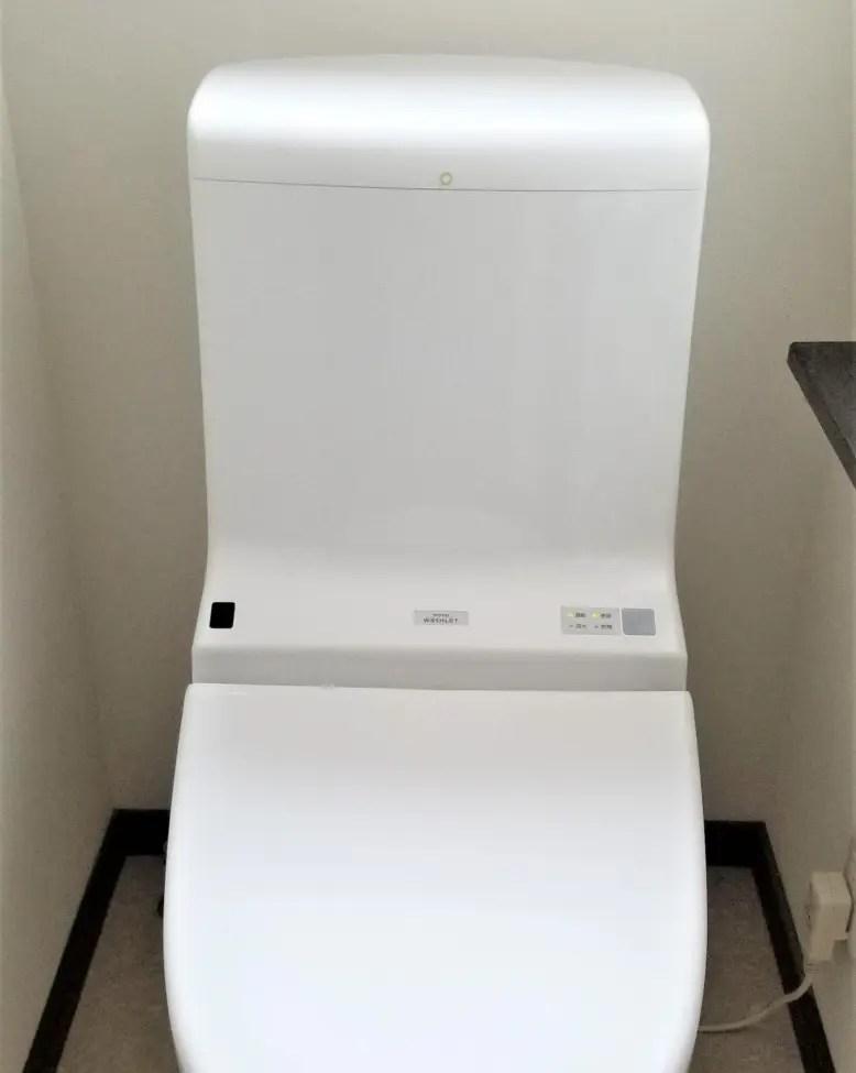 狭いトイレの手洗い場に後悔。下の収納棚が使えなくてイライラが募る毎日に