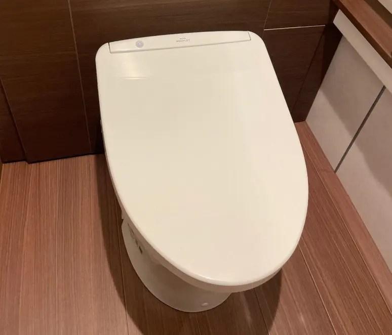 トイレの王道TOTO。分離型トイレでシステムトイレ風を作るには時間もセンスも覚悟も必要?