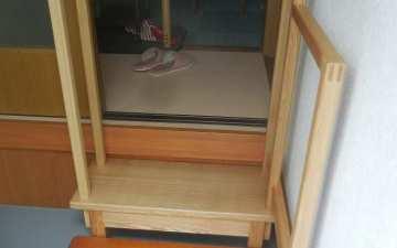 玄関踏み台と手摺り