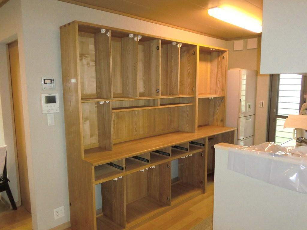 食器棚(カップボード)の内部