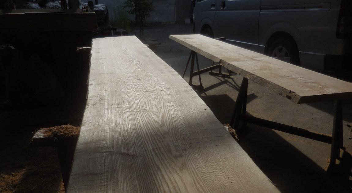 タモテーブル・座卓の天板の木表削りだし