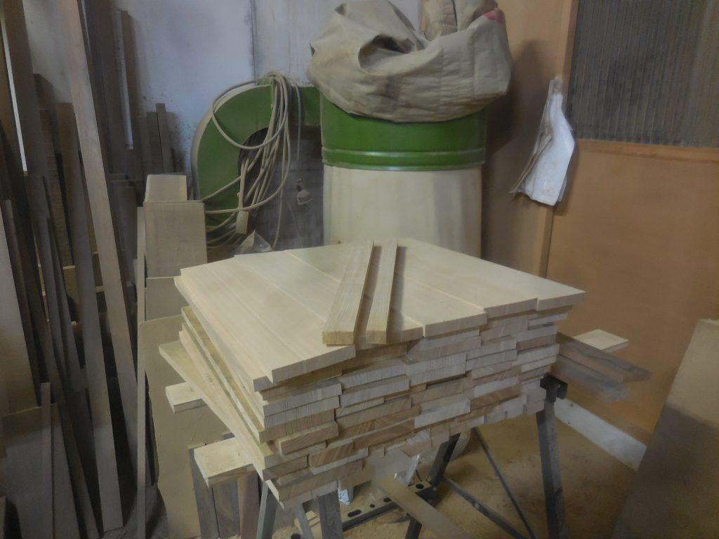 栗の食器棚 抽斗底板木取り