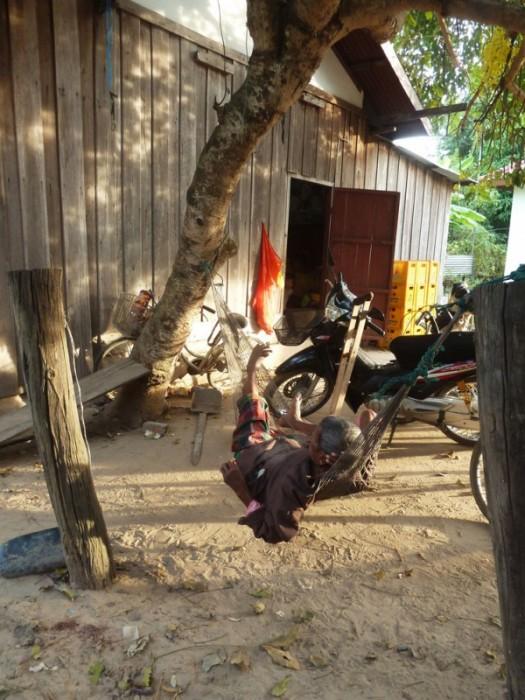 Laos, Don Det, un habitant fait la sieste dans son hamac