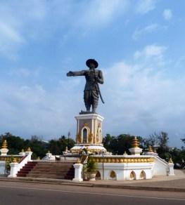 Statue du roi Anouvong à Vientiane