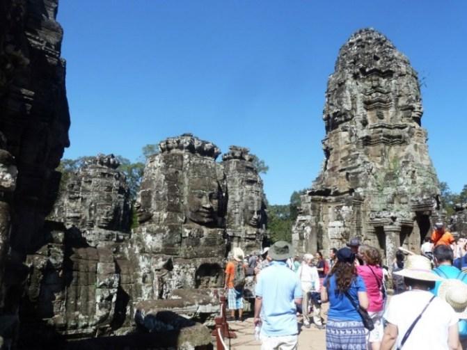Cambodge, Le Temple de Bayon est situé au centre de la ville d'Angkor Thom