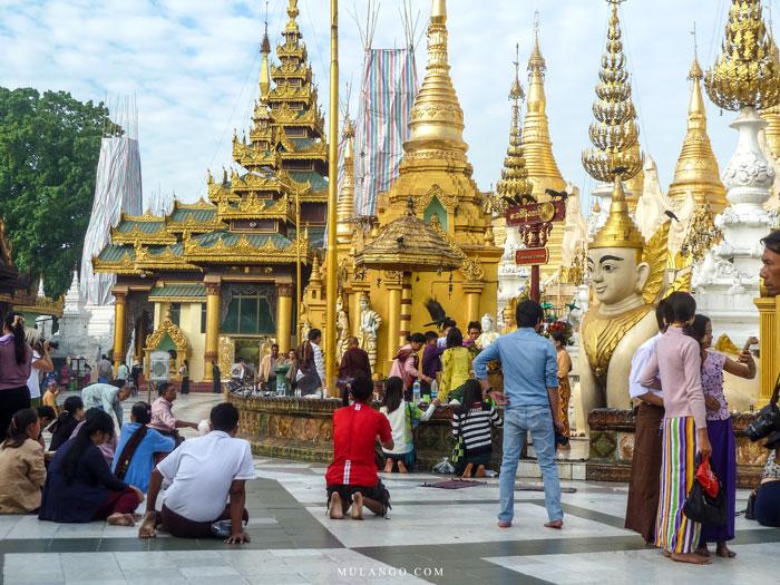 Myanmar, le Tuesday Corner à la Pagode Shwedagon