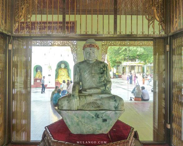 Myanmar, Yangon, Bouddha en Jade à la Pagode Shwedagon