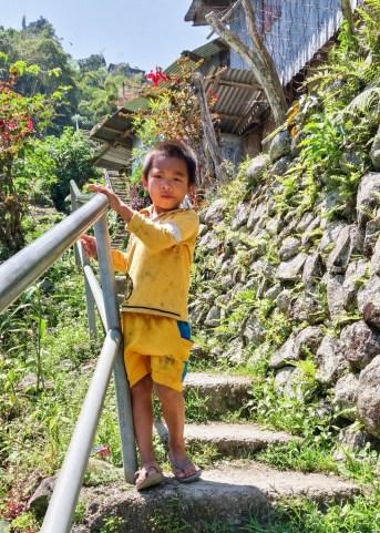 A Batad, aux Philippines, dès le plus jeune âge, les enfants doivent aller et venir sur ces marches