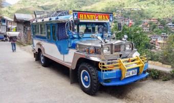 Les jeepneys sont le moyen de transport philippin sur les petites distances.