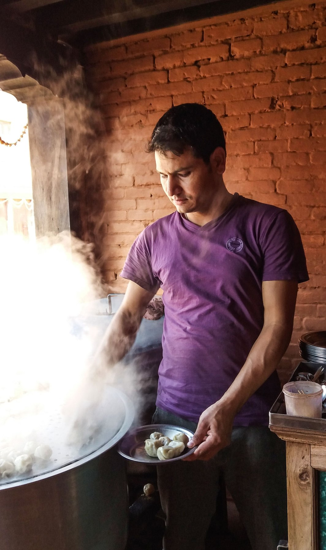 Momos servis tout chaud à Bhaktapur au Népal