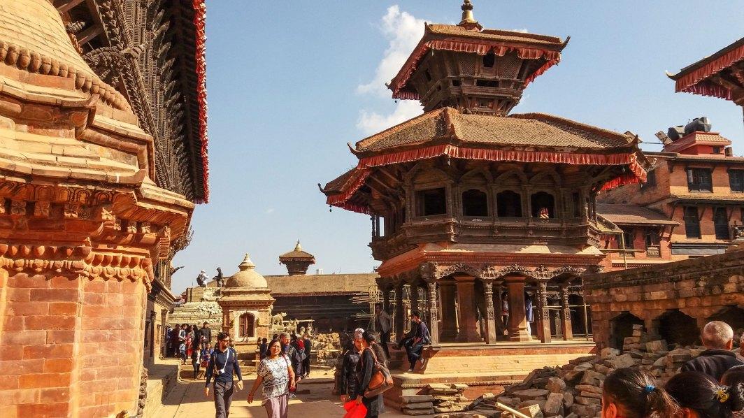 Temple-pashpatinath-face-au-palais-55-fenetres