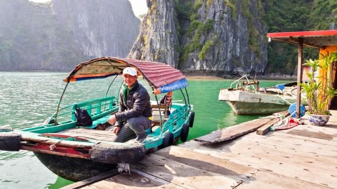 Canot à moteur sur la Baie de Lan Ha Vietnam