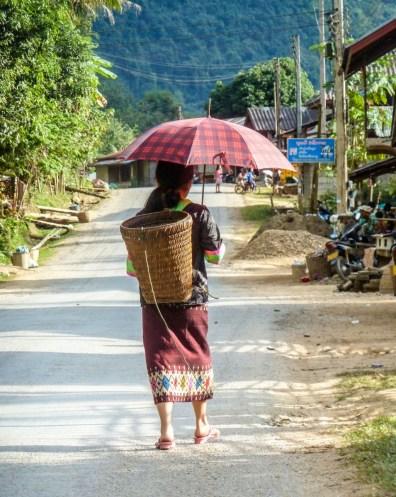 Une femme de Nong Khiaw au Laos