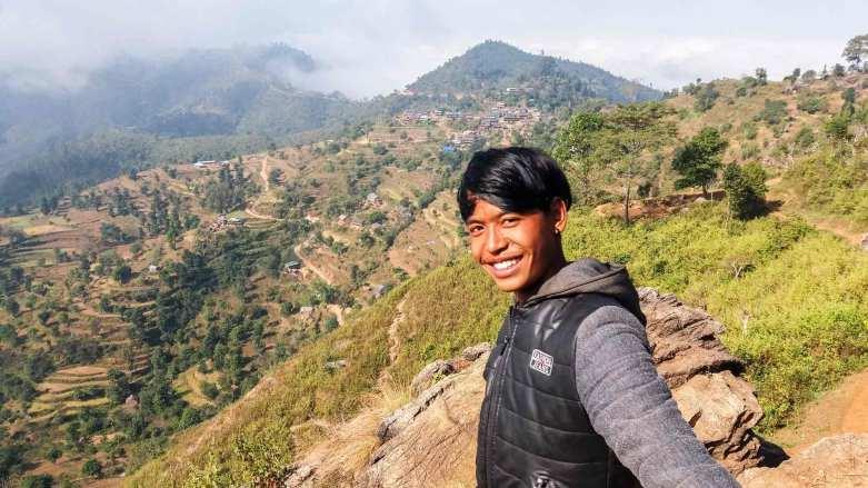 Chemin de Bandipur à Ramkot et un enfant du pays