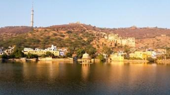 Lac Nawal Sagar devant Le Ghar Palace àBundi