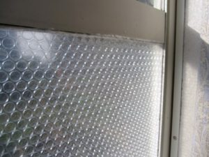 窓 プチプチ 貼り方