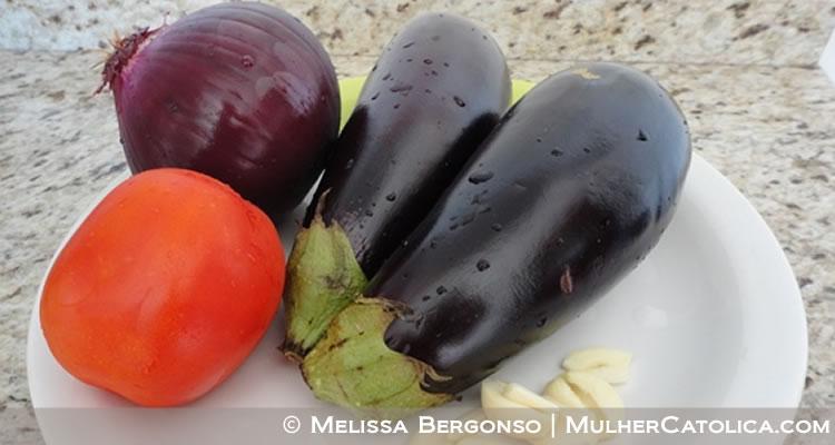 Berinjela, Tomate, Cebola Roxa e Alho! Combinação deliciosa!