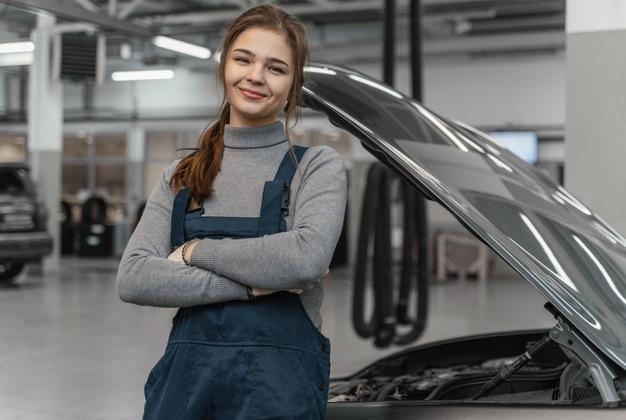 Oportunidades de educação para mulheres ampliam o interesse em profissões antes consideradas masculinas