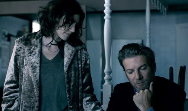 """Pieta Brown e francês Bertrand Belin em cena de """"Ao Redor de Luisa"""""""