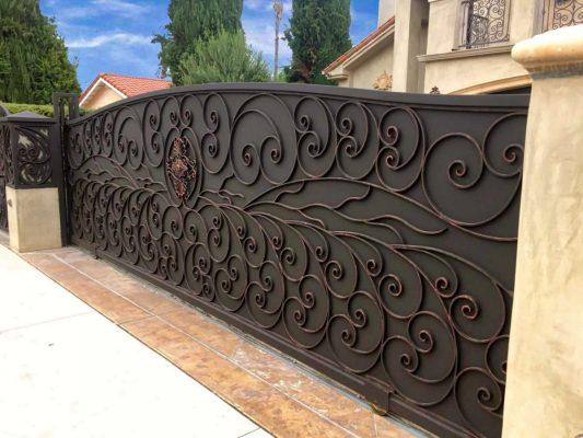 Iron decorative driveway gate