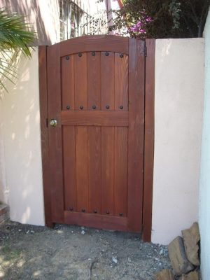 Wood side entry gate