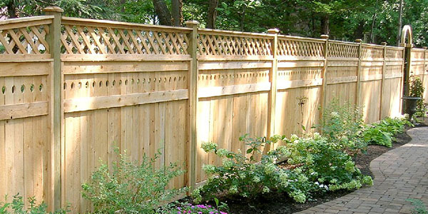 Cedar Privacy Fence with Lattice - a variation of the private Style of aluminum fence