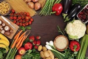 اعطاء الطعام في المنام للعزباء