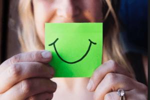 تفسير حلم الابتسامة من شخص معين