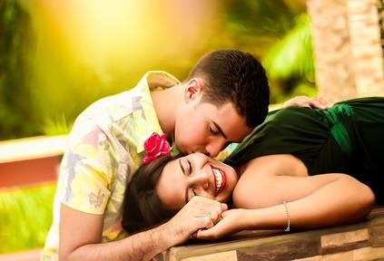 تفسير حلم القبلة على الخد للعزباء 2019 موقع ملخص