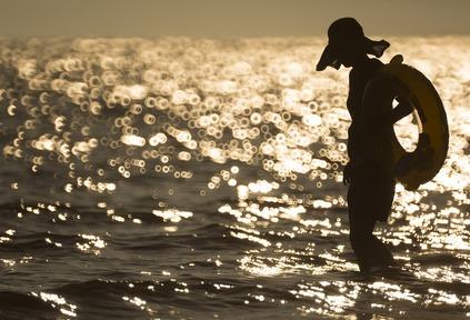 تفسير حلم السباحة في البحر مع شخص 2020 موقع ملخص
