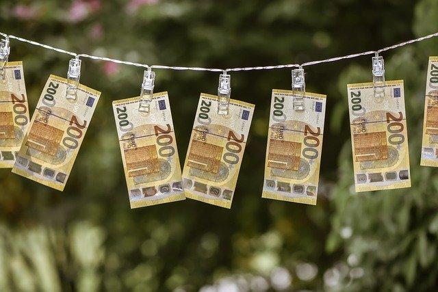 تفسير حلم العثور على نقود ورقية واخذها