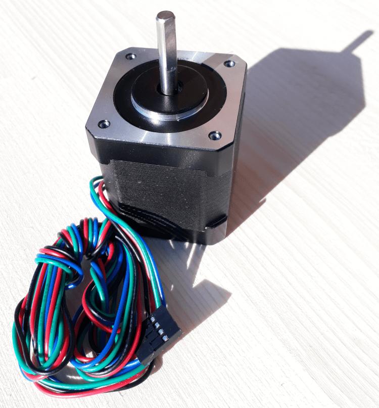 Ein Schrittmotor mit der Bezeichnung Nema17, der in vielen 3D Druckern verbaut ist.