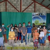 Hopevale Trust and Creekside Baptist Church Share Rice to 34 Families
