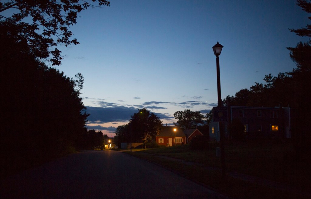 A broken streetlight on Palmer Avenue leaves a Portland neighborhood in the dark. On Wednesday, the city and CMP agreed to fix broken lights served by underground connections while regulators consider broader contract issues.