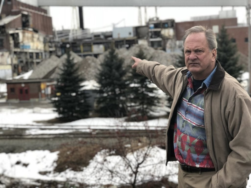 Max Linn is challenging Libertarian Eric Brakey for the Republican nomination for U.S. Senate to run against incumbent Angus King, an independent.