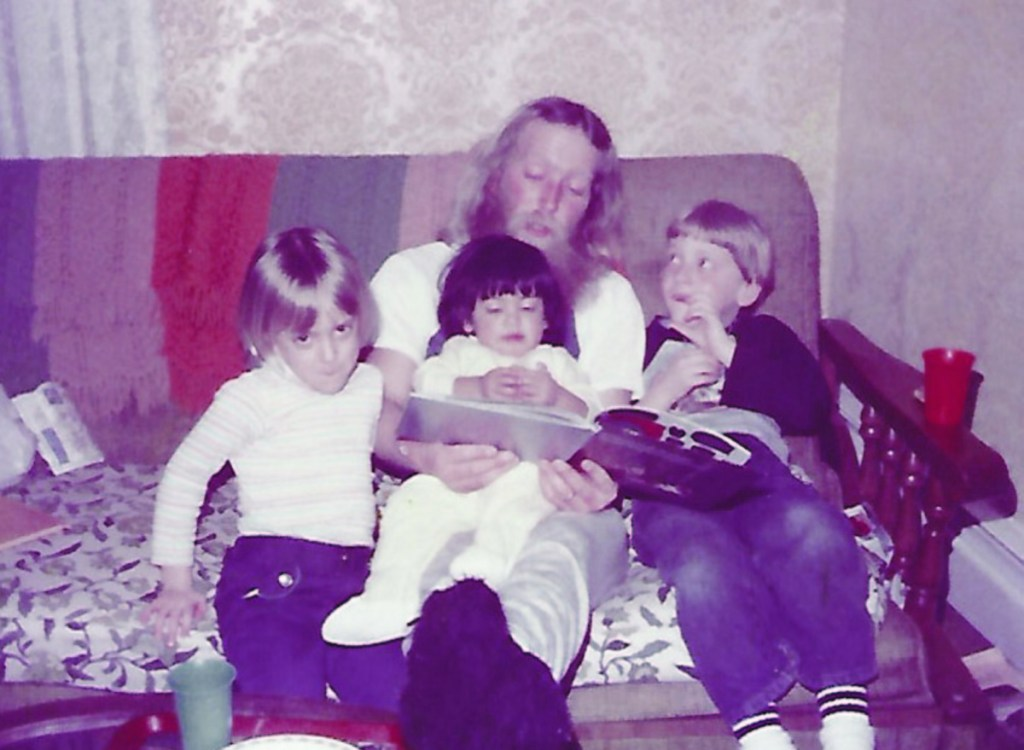 Amanda A. Meader (left) with her father and siblings in 1983.